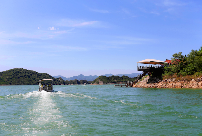 A-boat-on-Jinhai-Lake-one-of-several-outdoor-tourism-attraction-in-Pinggu-and-one-of-the-reasons-the-district-wants-to-promote-ecotourism