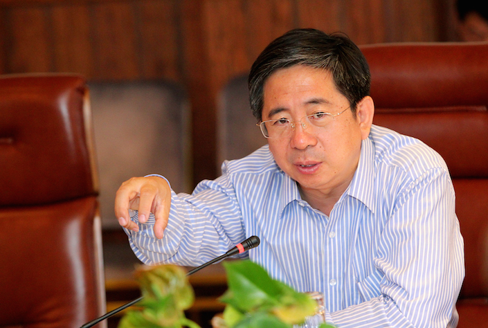 Party-Secretary-Zhang-Jifu-speaks-to-the-Portland-delegation-following-their-presentation