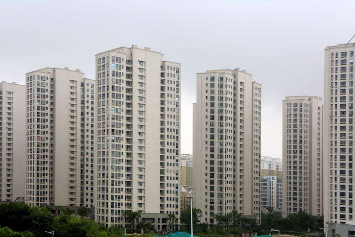 贷款一直是中国许多基础设施和住房项目发展的刺激因素,例如图中上海的这个房产项目。中国的真实贷款金额可能比报道的高得多。(照片:VCG/Stringer/Getty Images)