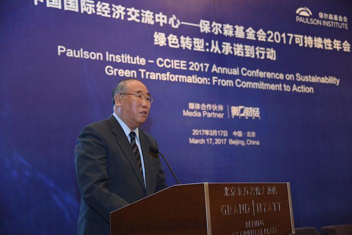 中国气候变化事务特别代表解振华在2017可持续性年会上讲话。