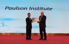 保尔森基金会正式成为EAAFP第37个官方合作伙伴。(左:保尔森基金会保护项目副主任石建斌,右:Pete Probasco,EAAFP管理委员会主席)© EAAFP